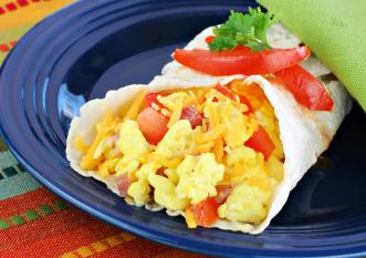 Scrambled egg vegetables wrap Photo